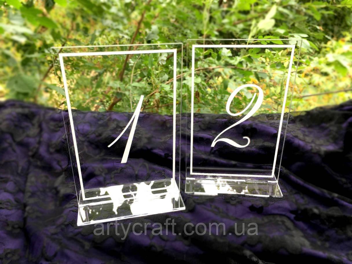 Акриловые номерки на стол с гравировкой с подставкой 10х15 см (№7)