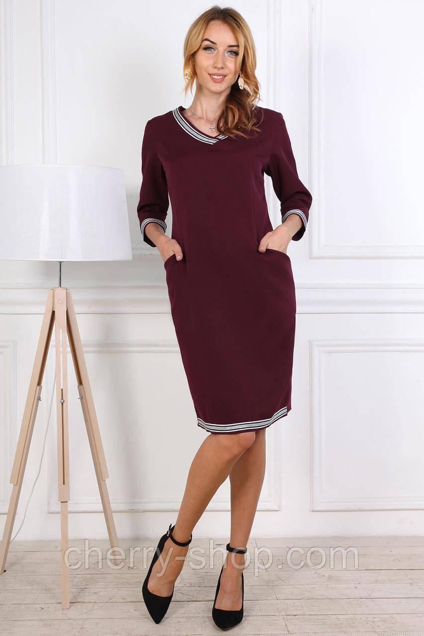 Трикотажное женское платье с V-образным вырезом