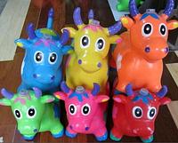 Резиновый прыгун корова цветной