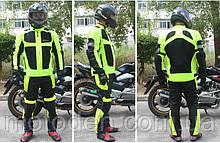 Мотокостюм чорно-салатовий утеплений з підстібкою і захисними протекторами.