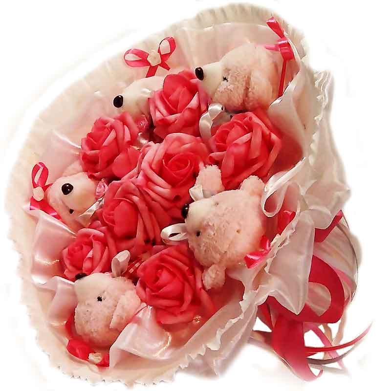 Букет из мягких игрушек Мишки 5 в белом с розами