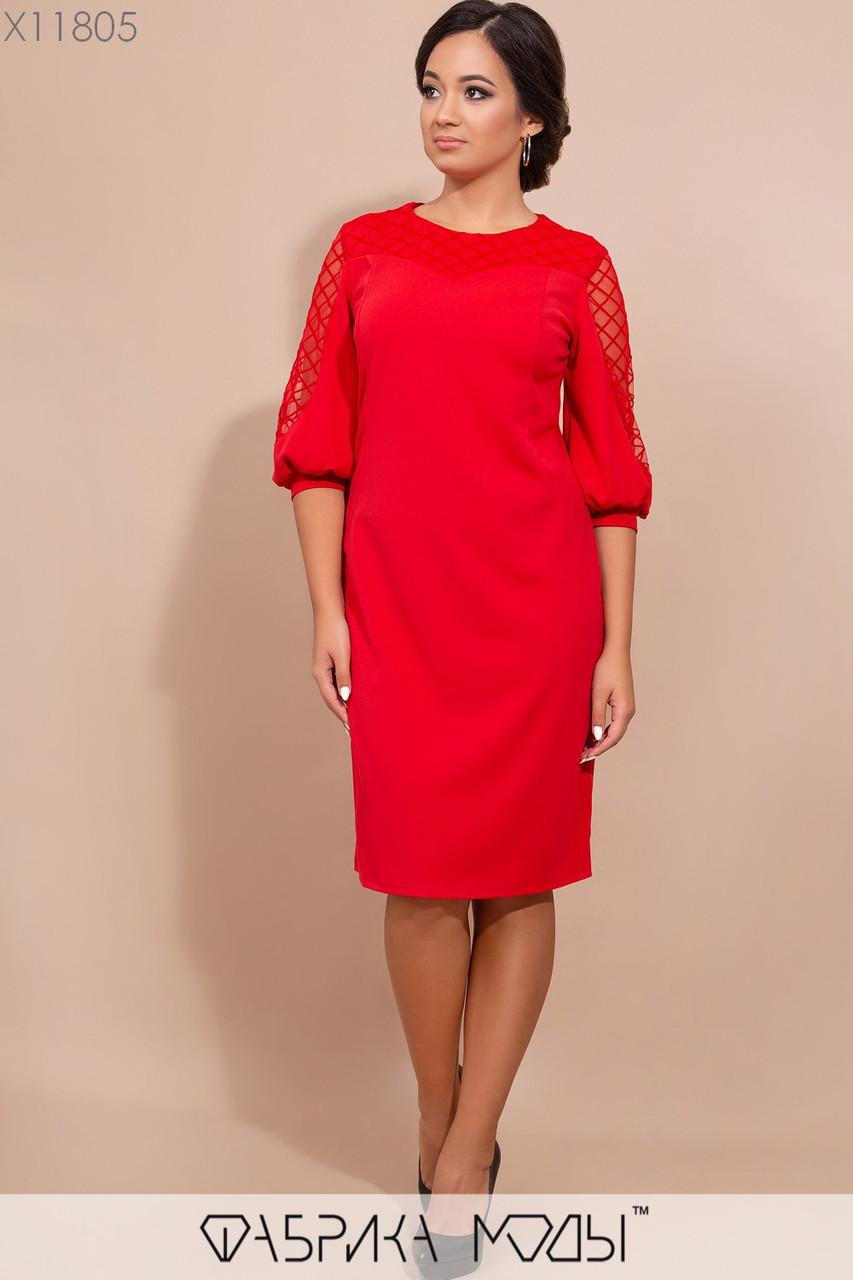 Платье приталенного кроя с ювелирным вырезом рукавами 3/4 на манжете, декорировано сеткой с напылением X11805