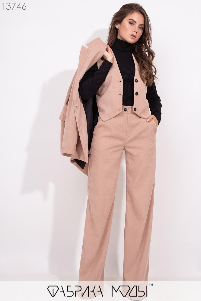 Костюм-тройка: жакет свободного кроя на подкладе с лацканами, укороченный приталенный жилет и прямые брюки высокой посадки с карманами 13746
