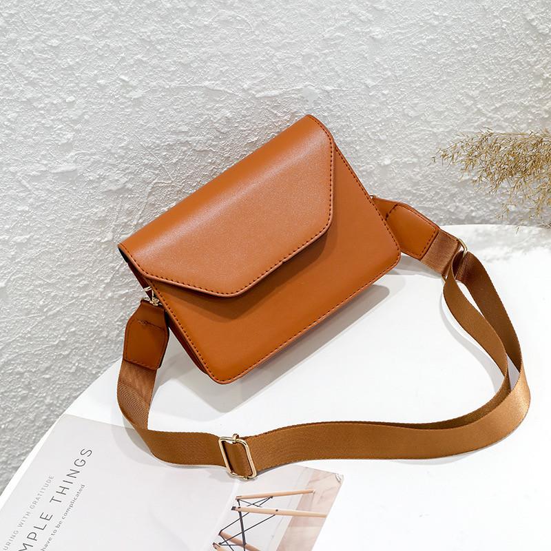 Женская классическая сумочка кроссбоди на широком ремешке коричневая рижая