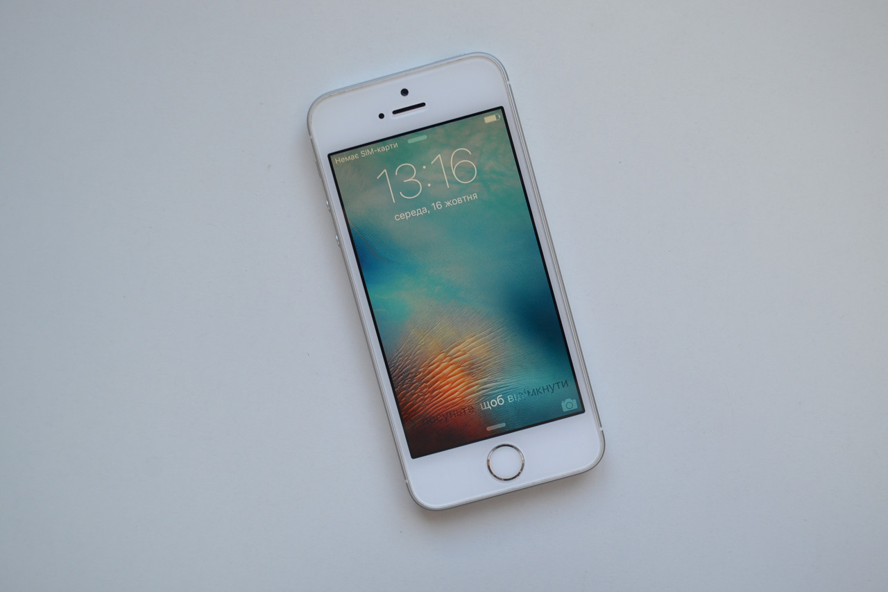 Apple Iphone SE 16Gb Silver Neverlock Оригинал!