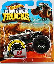 Машинка Hot Wheels Monster Jam 1:64  V8 BOMBER