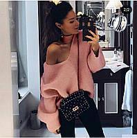 Женский модный тёплый свитер зимний с открытым плечом розовый CAVALIERI