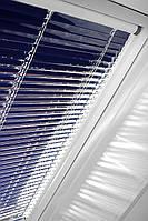 Горизонтальні жалюзі на мансардні вікна Roto для приміщень з підвищеним рівнем вологості