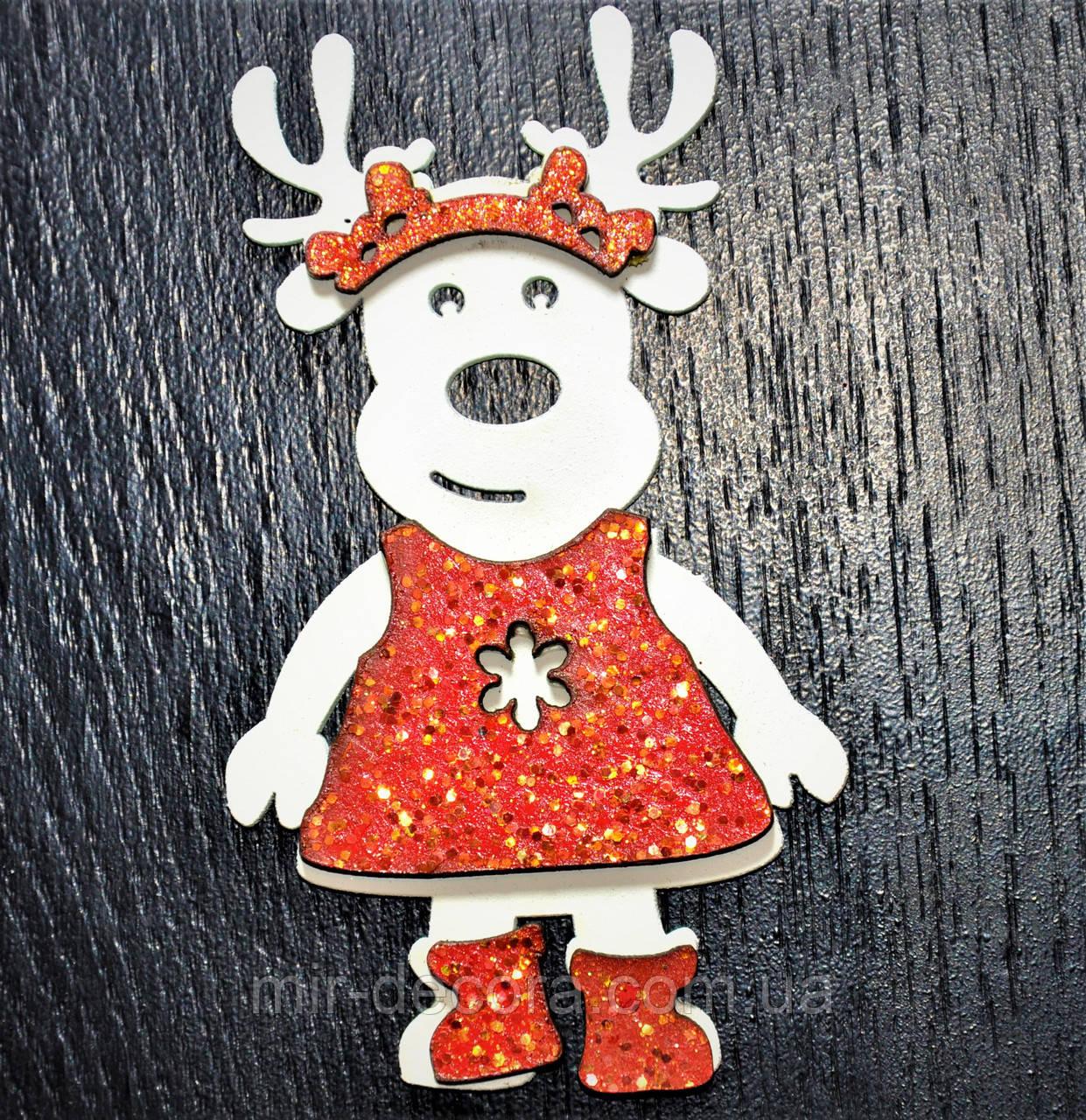 """Деревянная игрушка на елку """"Девочка лось"""" высота 12 см"""