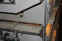 Канал для видалення посліду з скребком для кліткового обладнання птиці