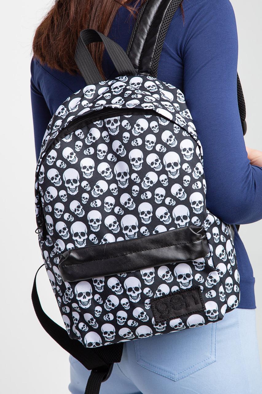 Маленький городской рюкзак с внешним карманом в принт черепа