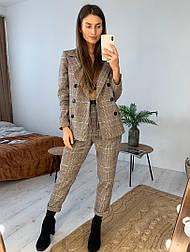 Женский костюм брючный в клетку: удлиненный пиджак и брюки с подворотом (в расцветках)