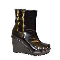 Женские кожаные демисезонные ботинки на платформе, декорированы замками, фото 1