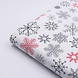 """Тканина новорічна """"Парад сніжинок"""" графітові, червоні на білому №2487, фото 4"""