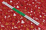 """Ткань новогодняя с глиттерным рисунком """"Густые ёлки и олени"""" белые, золотистые на красном, №2484, фото 7"""