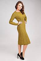 Женское вязаное платье со слегка расклешенной юбкой