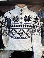 Белый шерстяной свитер с черным орнаментом