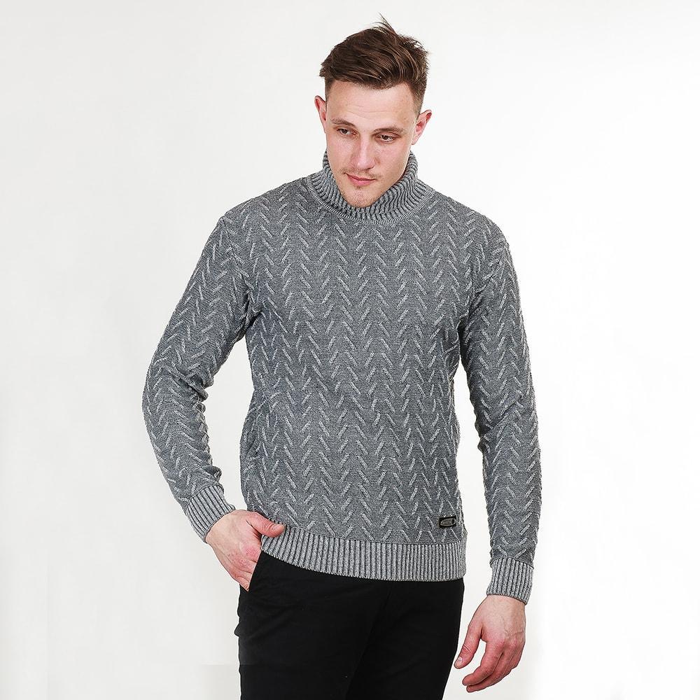 """Теплый мужской свитер с оригинальным рисунком """"елочкой"""", связанный из нитки серого цвета."""