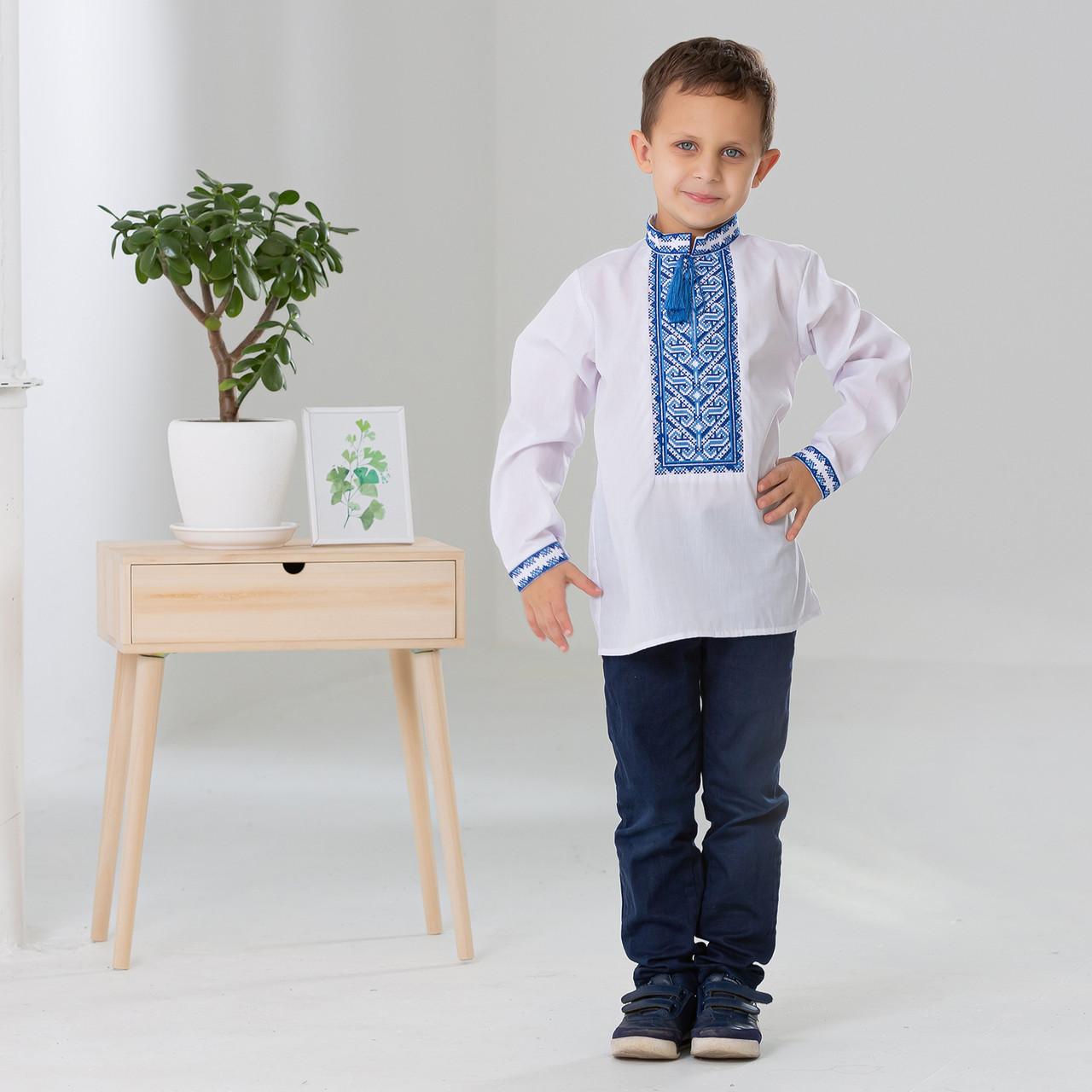 Дитяча вишиванка для хлопчика з синім орнаментом
