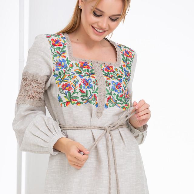 Бежевое платье c цветочной вышивкой Трембита