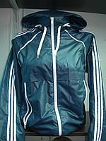 Женская спортивная ветровка с потайным капюшоном