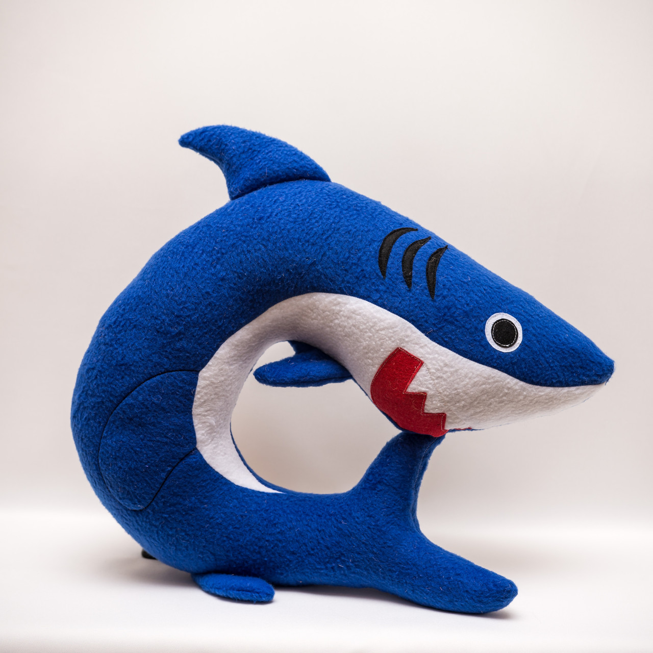 Дорожная подушка Акула