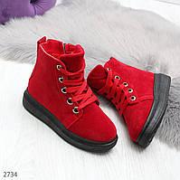 Высокие замшевые красные женские ботинки на шнуровке