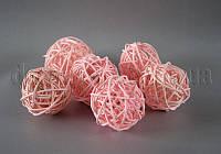 Шарик бледно-розовый из ротанга 5 см