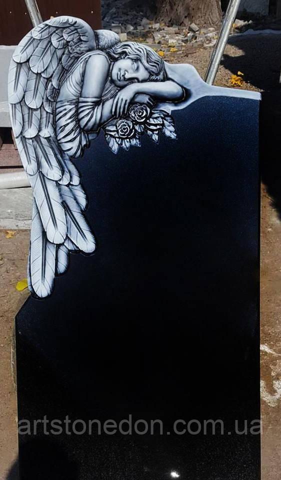 Памятник со скульптурой ангела.  Ангел 6