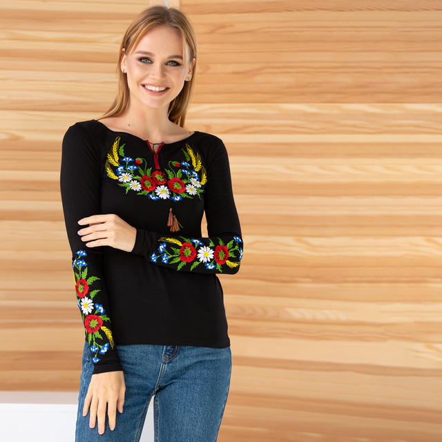 Трикотажная вышиванка женская с цветами Колосок