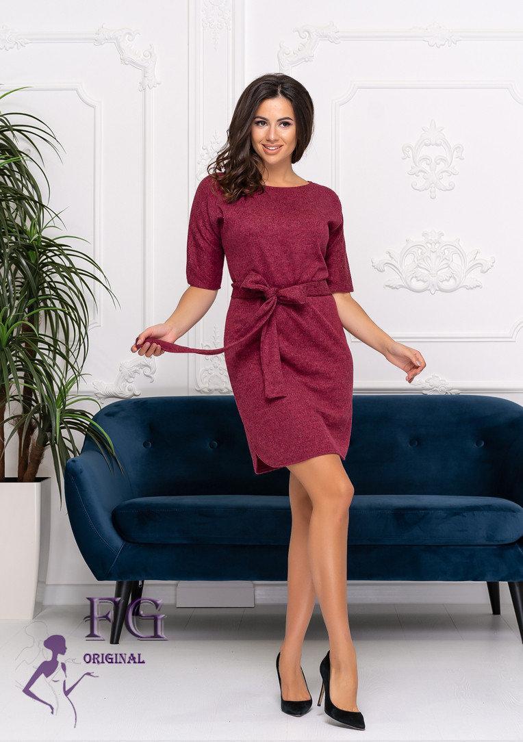 Женское трикотажное платье свободного кроя с поясом и рукавом до локтя
