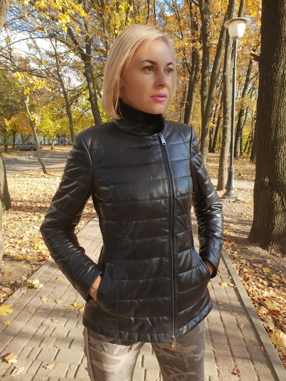 Жіноча шкіряна куртка утеплена
