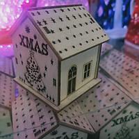 Новогодний деревянный светящийся домик 7*6 см.
