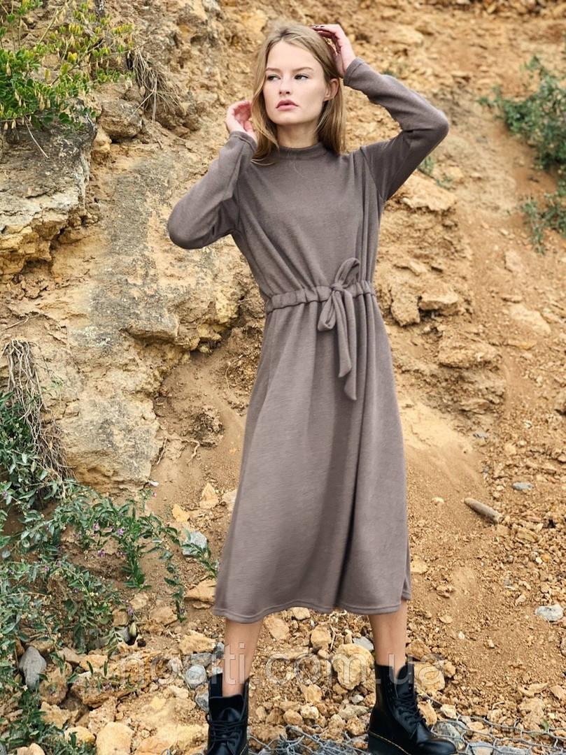 Платье  ниже колен теплое с поясом