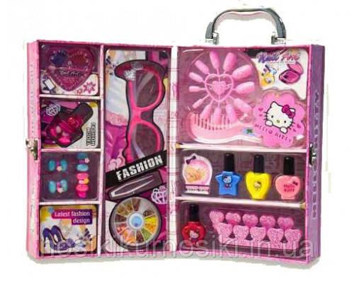 Детский маникюрный набор в чемодане Hello Kitty — лак для ногтей, тени, очки, украшения