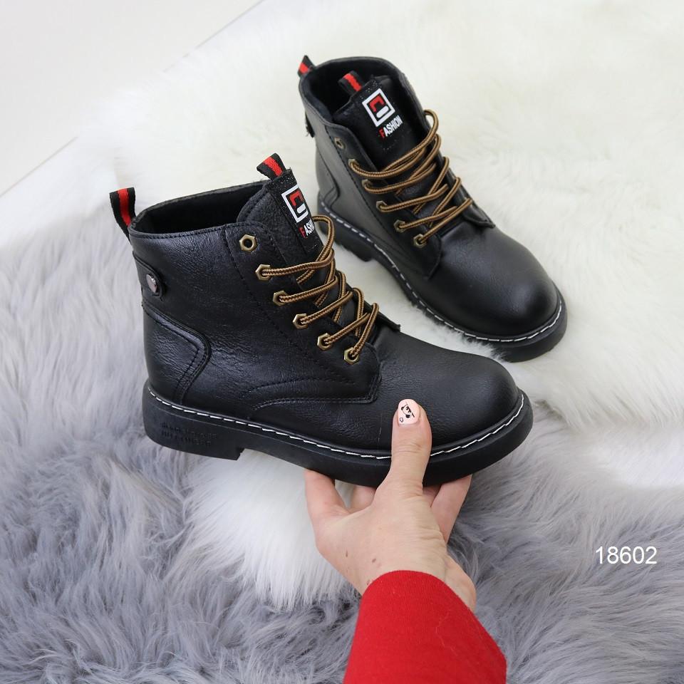 Ботинки женские демисезонные на низком ходу на шнурках черные