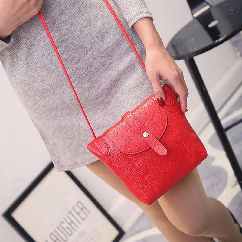 Женская сумочка через плечо красного цвета