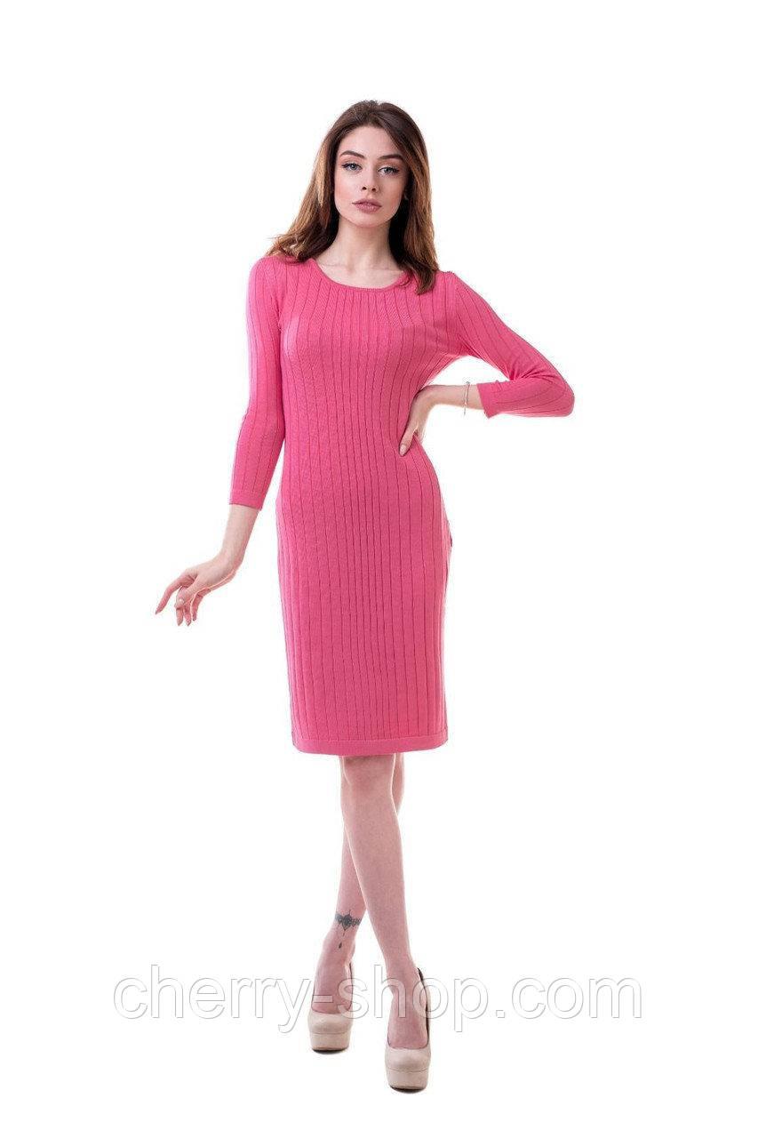 Яркое вязаное женское платье