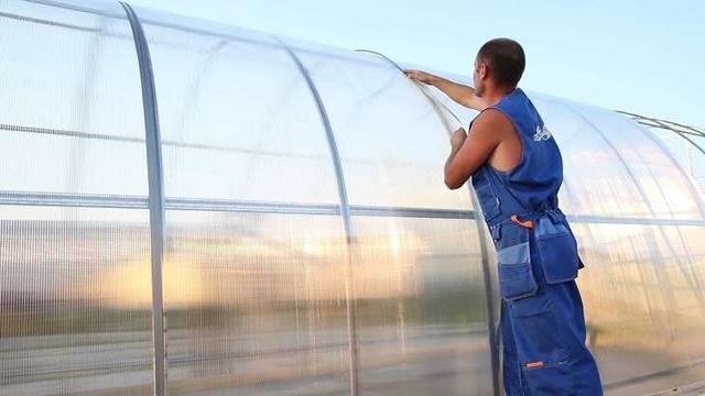 Установка поликарбоната ка каркас теплицы