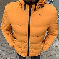 Зимняя мужская куртка желтого цвета с капюшоном