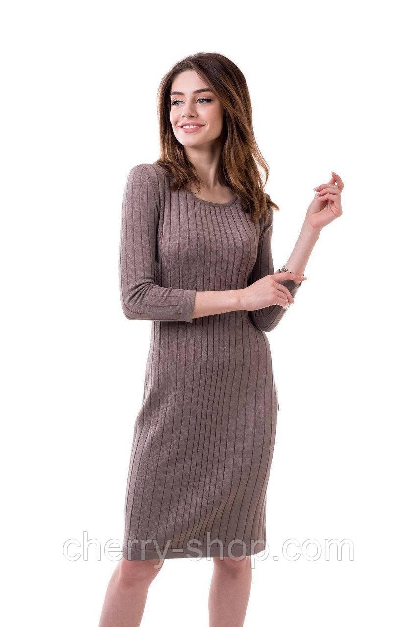 Стильное демисезонное вязанное платье цвета капучино