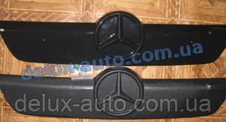 Зимняя матовая накладка на решетку на Mercedes Vito W638 1996-2003 гг.