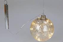 "Елочный шар 12см с LED-подсветкой (8 ламп), цвет - серебро с покрытием ""лёд"", на батарейках (2хААА)"