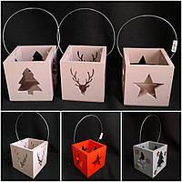 Подсвечник-ящик с ручкой из дерева, разные цвета и фигуры, р-ры 11х11х11 см, 100/85 (цена за 1 шт. + 15 гр.)