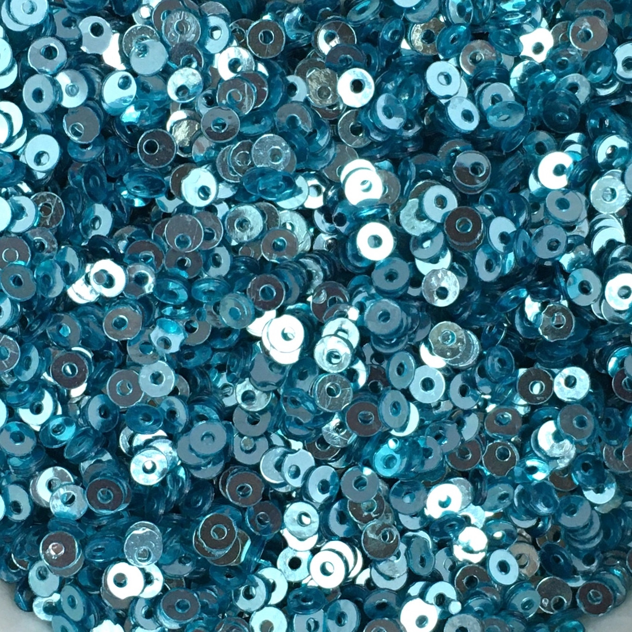 Пайетки 2 мм (Индия). Круглая плоская. Цвет: Голубой (металлик). Упаковка 5 гр.