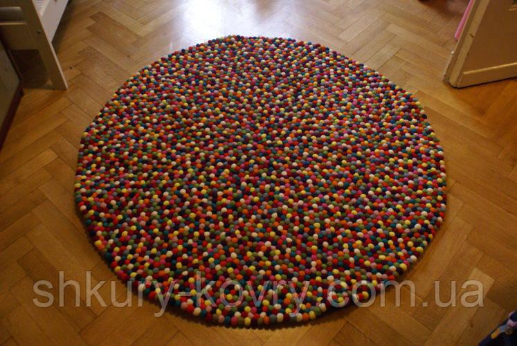 Купить ковер из шерстяных разноцветных шариков в Киеве