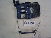 Скоба и площадка под аккумулятор Mitsubishi Carisma 2001, MR349877, MR 349877, MR359940, MR 359940