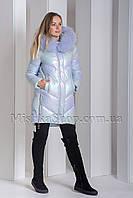 Модный пуховик с мехом енота ZLLY 19710 цвета голубой хамелеон