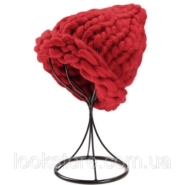 Женская шапка из крупной вязки Хельсинки темно-красная