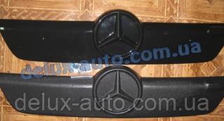 Зимняя матовая накладка на решетку на Mercedes Sprinter 1995-2000 гг.